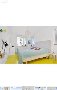 Room in spacious apartment - Стокгольм - Квартира