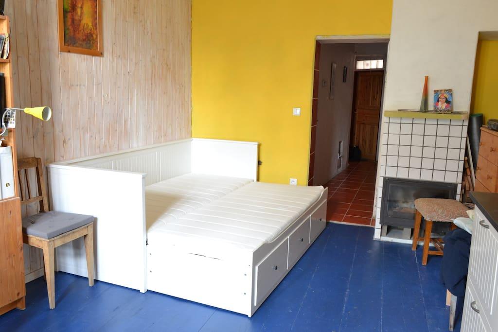 room downstairs - kitchen with sleeping couch/ spodní pokoj - kuchyň s možností přistýlky