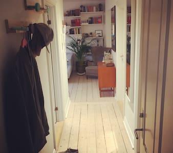 Rummelig lejlighed i centrum. - Aalborg