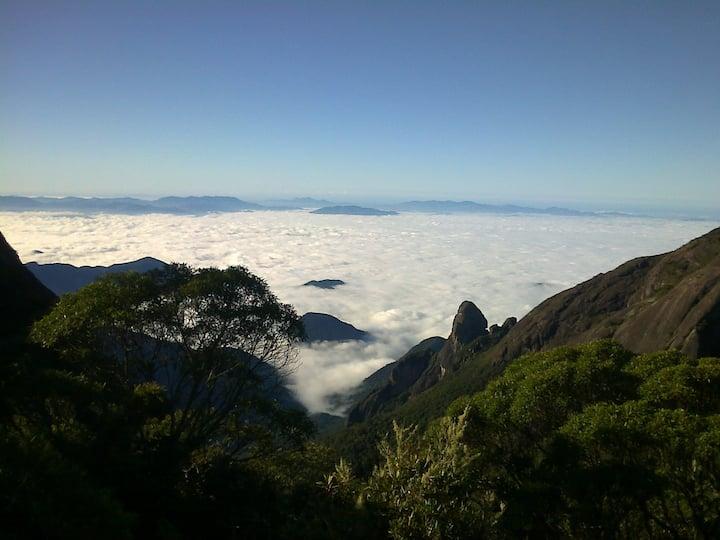 Mar de nuvens e Dedo de Deus