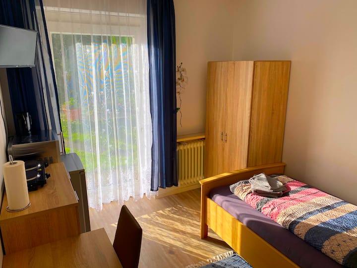 Zimmer mit Kochgelegenheit, Dusche und Terrasse