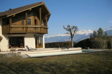 Villa tout confort au calme et sans vis à vis - Saint-Ismier - บ้าน