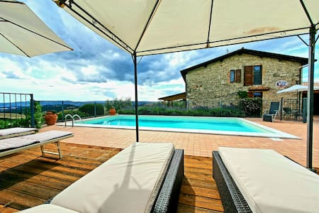 Casa Speltara, child-friendly, pool, near Todi