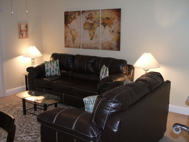 Nice Two Bdrm Condo Right Next to Beach! Sleeps 4!