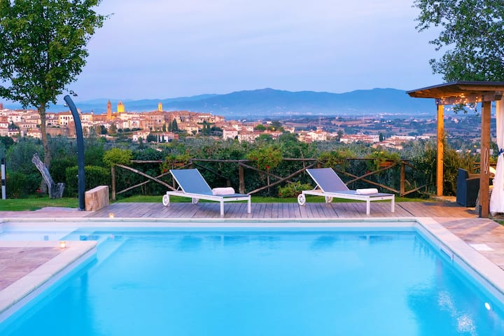 LUXURY VILLA SALTWATER POOL 35 min FROM CORTONA