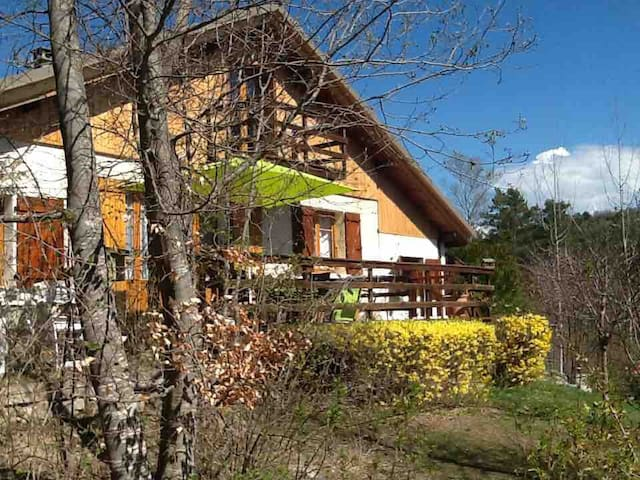 App.+jardin  ds CHALET Vue splendide Montclar 04