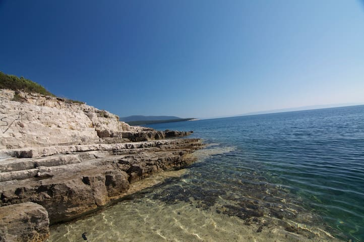 PRESTINE BEACHES, LOCAL EXPERIENCE! *** - Peruški - บ้าน