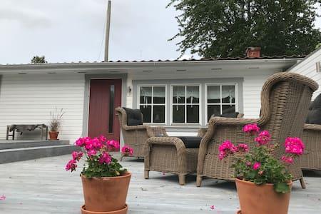 Mysigt gästhus i charmigt villakvarter i Mariefred