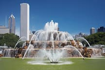 Main attractions Buckingham Fountain Down town Chicago
