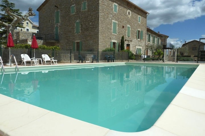 (3) Spacious holiday apartment with Large pool