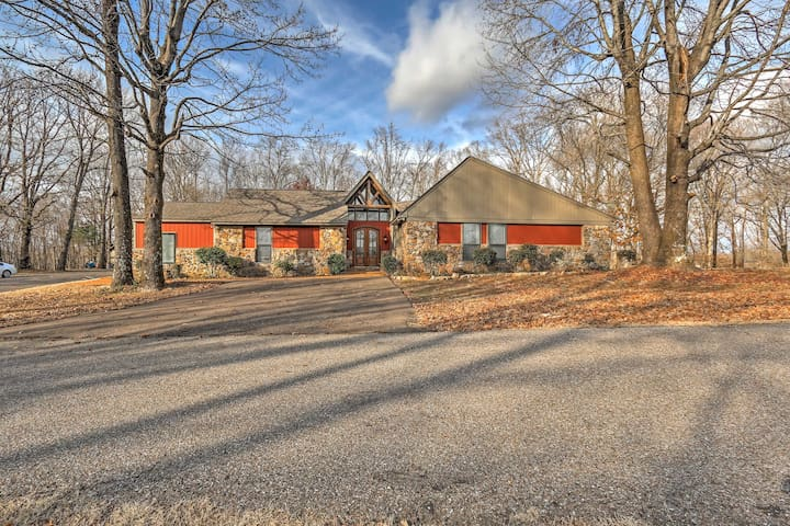 4BR Southaven Home w/ Private Pool & 8 Acres! - Southaven