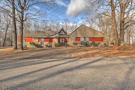4BR Southaven Home w/ Private Pool & 8 Acres! - Southaven - Dům