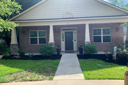 3 bedroom 2 bath home in a quiet cul-d-sac.