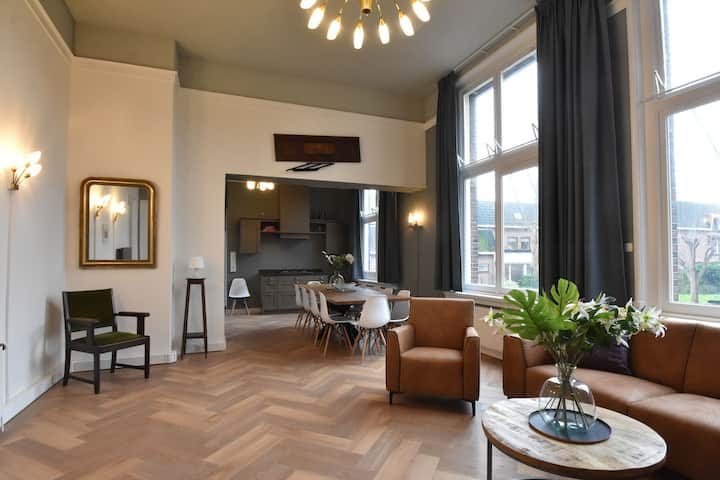 Luxurious Holiday Home in Enkhuizen with Parking