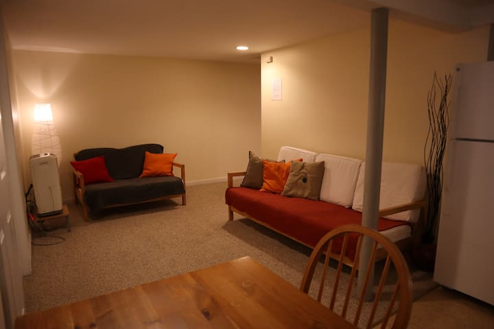 Cozy Basement near PHL Airport + Parking