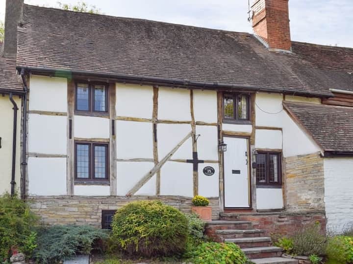 Boxwood Cottage, charming village stay