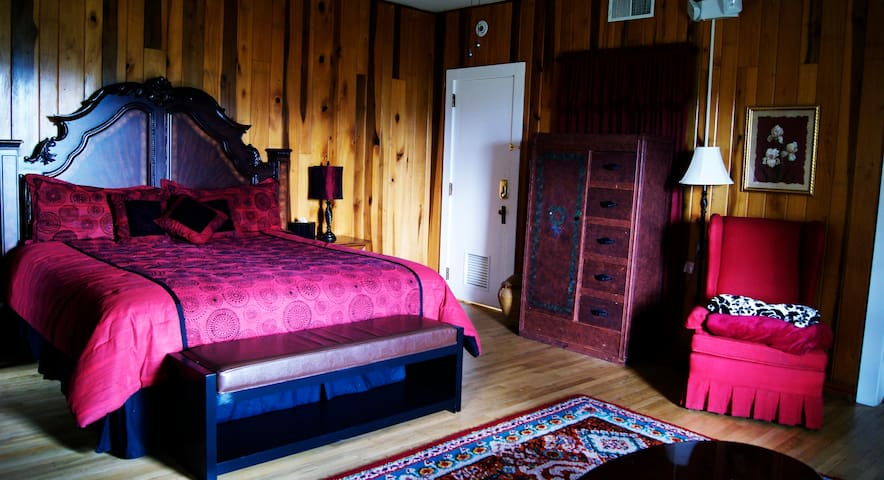 Spirit of the Mountain Lodge - Ruby Room