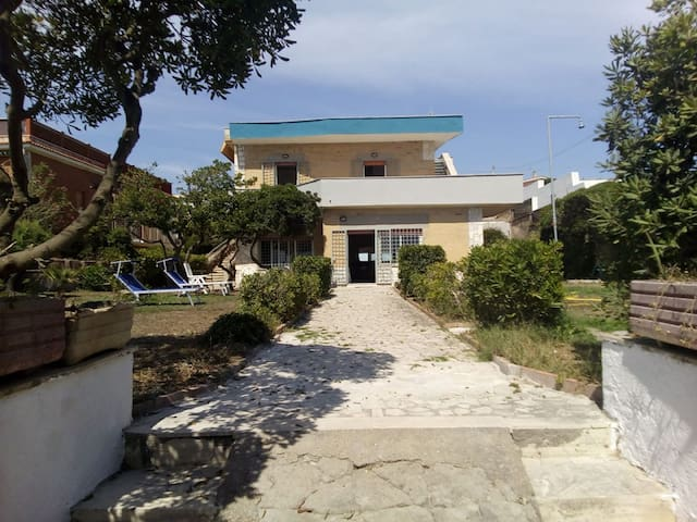 House is 10 meters from beach - Anzio - Huis