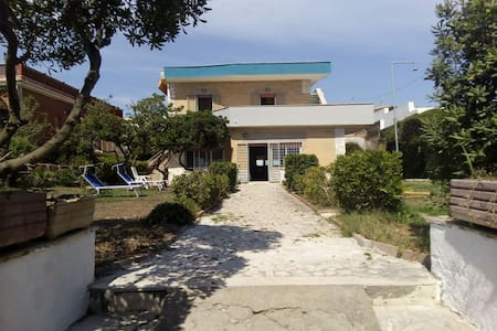 House is 10 meters from beach - Anzio - Hus