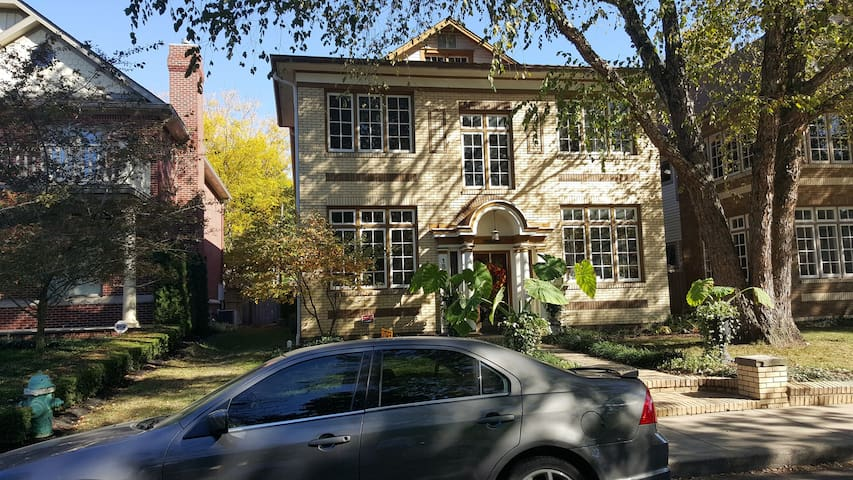 Two bedroom apartment in convenient old northside flats - 2 bedroom apartments indianapolis ...