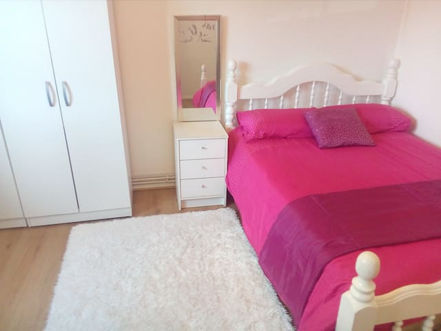 Double bedroom on Canning Town Close to Central.