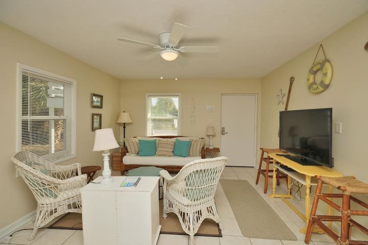 Adorable Beach Cottage C - Panama City Beach - Selveierleilighet