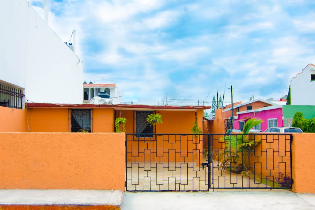 Beautiful home in Cancun, right in the heart of town. Expirience life in the Caribbean as a local!