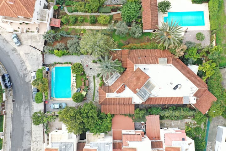"""""""'The city Home'"""" Villa with private pool."""