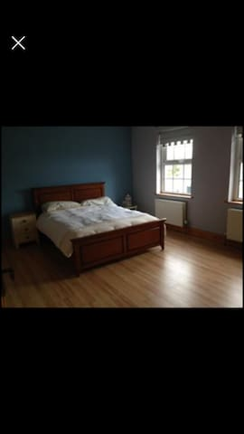 Country Views Manor (bedroom 1)