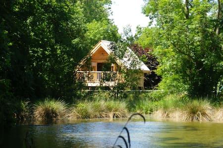 Insolite: La Cabane de la Caroline - Saint-Gilles-de-la-Neuville - Sommerhus/hytte