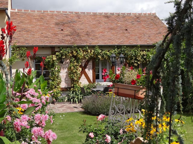 La Pierre au Loup , chambre d'hotes - Cepoy - Bed & Breakfast