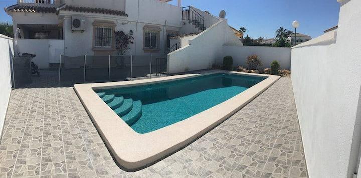 Beautiful family villa in Los Alcazares