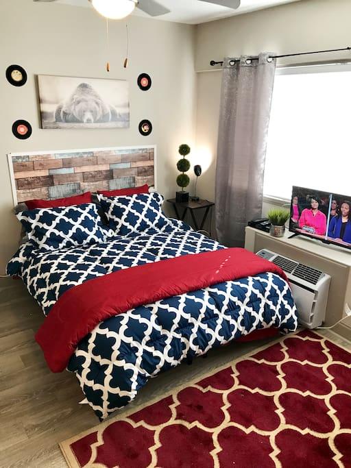 Super comfy memory foam queen mattress and bed!