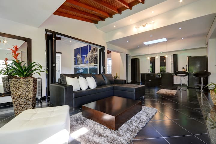 Stylish Penthouse one block from Parque Lleras - Medellín - Pis