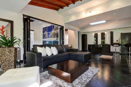 Stylish Penthouse one block from Parque Lleras - Medellín - Apartmen