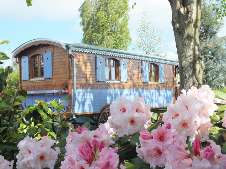Roulotte du Tilleul au calme avec jardin paysagé