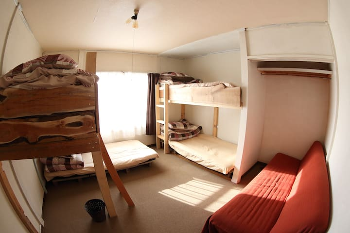 Room 1 / 5人部屋(4ベッド+1ソファベッド) 5people room (4bed +1sofa bed)