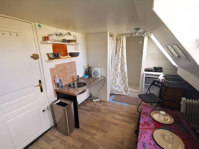 Petit studio simple dans le Marais