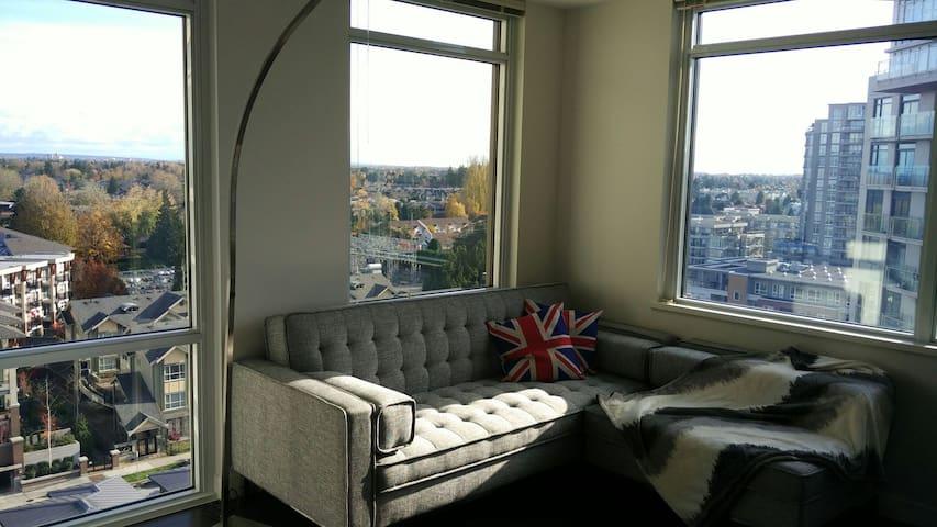 Sub Penthouse, near sky train! New Mattress! - Richmond - Apartmen