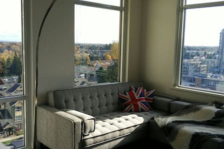 Sub Penthouse, near sky train! New Mattress! - Richmond - Apartment