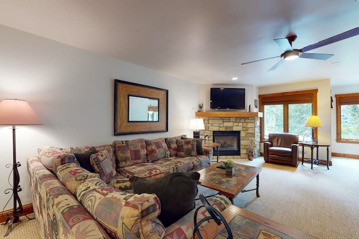 Ski-in/ski-out villa w/ fireplace, high-speed WiFi & shared pool, hot tubs, W/D!