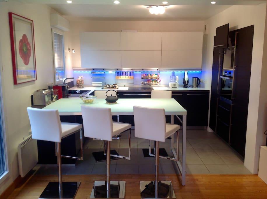 110m moderne confortable lumineux appartements louer for Salle a manger yannick