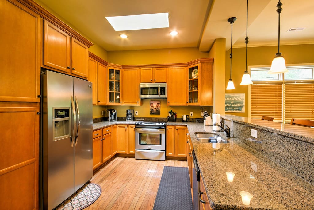 Cooking for 8 is effortless in this gourmet, fully equipped kitchen.