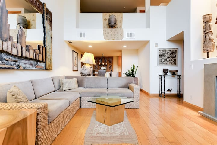 Room in Fantastic Location !! Townhouse with Fantastic Melrose avenue