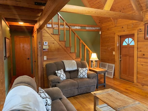 Rustic Cabin in Lovely Wooded Setting