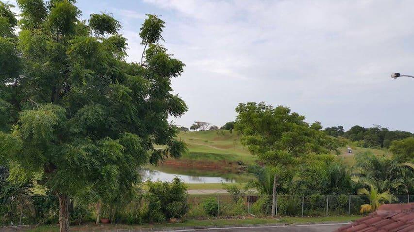 Golf View Homestay @ Taman Setia Indah - Johor Bahru - House