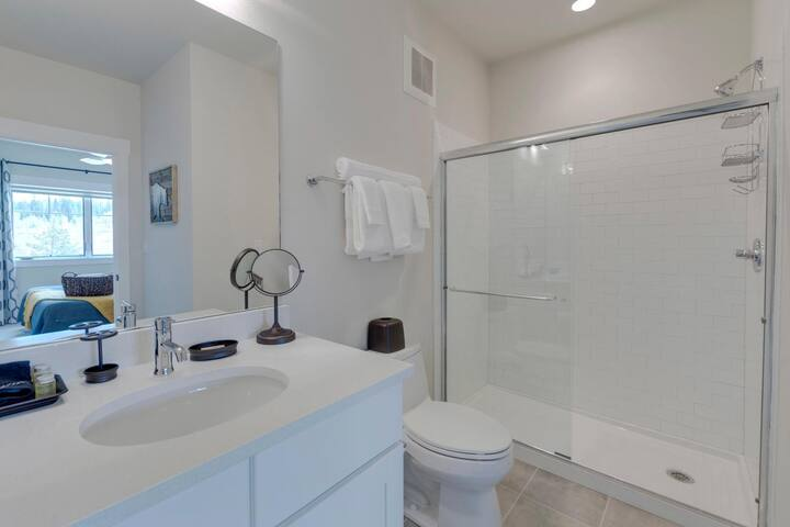 En-suite master bathroom with tiled walk-in shower
