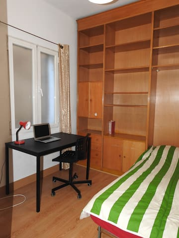 MONCLOA**COZY  ROOM &WELL CONNECT WITH METRO&BUS