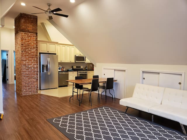 Gorgeous newly renovated 2 bedroom apartment