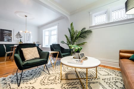 The Elm—DT Vintage Glam Home by The Aud